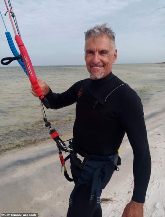 Tài tử Cliff Simon qua đời sau tai nạn lướt ván diều - Ảnh 1.