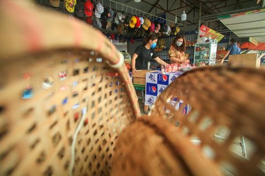CLIP: Tiết lộ thu nhập của người dân ở chùa Hương khi mùa lễ hội đến - Ảnh 10.