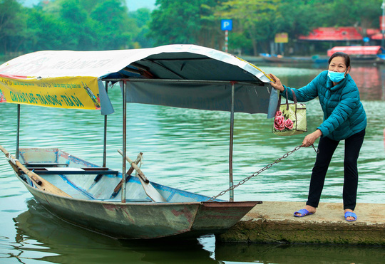 CLIP: Tiết lộ thu nhập của người dân ở chùa Hương khi mùa lễ hội đến - Ảnh 11.