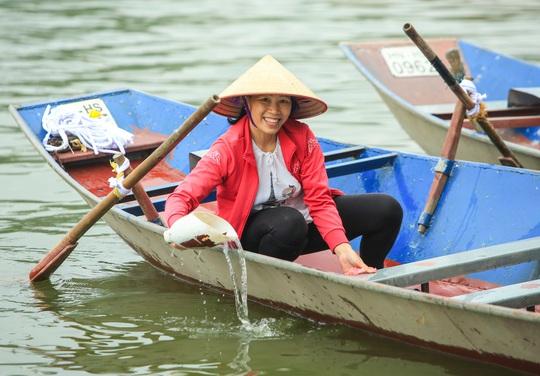 CLIP: Tiết lộ thu nhập của người dân ở chùa Hương khi mùa lễ hội đến - Ảnh 12.