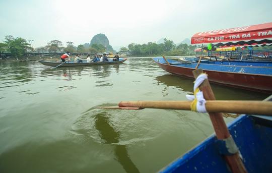 CLIP: Tiết lộ thu nhập của người dân ở chùa Hương khi mùa lễ hội đến - Ảnh 13.