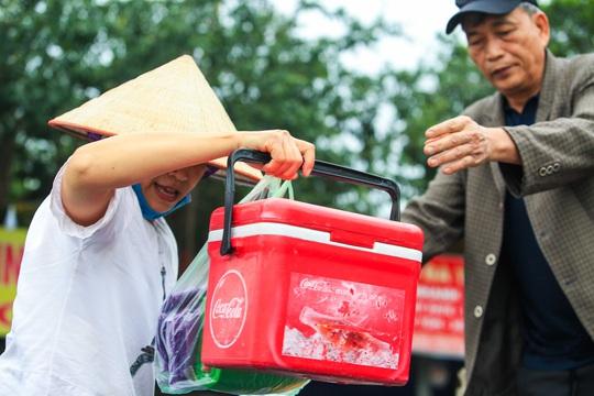 CLIP: Tiết lộ thu nhập của người dân ở chùa Hương khi mùa lễ hội đến - Ảnh 14.