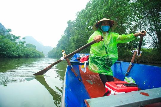 CLIP: Tiết lộ thu nhập của người dân ở chùa Hương khi mùa lễ hội đến - Ảnh 3.