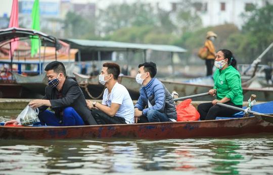 CLIP: 16.000 người đến chùa Hương trong sáng đầu tiên mở cửa trở lại - Ảnh 5.