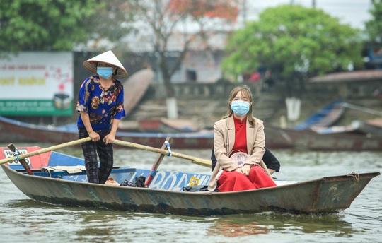 CLIP: 16.000 người đến chùa Hương trong sáng đầu tiên mở cửa trở lại - Ảnh 7.