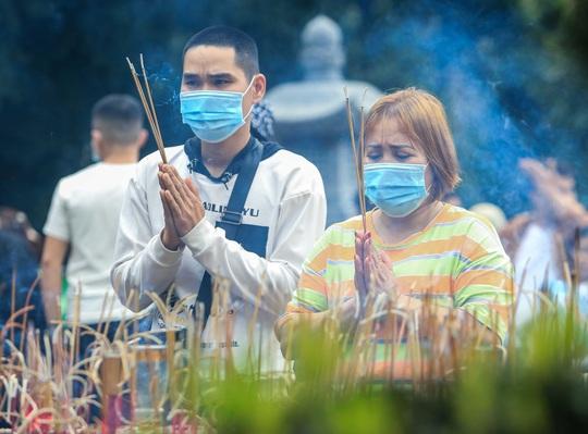 CLIP: 16.000 người đến chùa Hương trong sáng đầu tiên mở cửa trở lại - Ảnh 13.