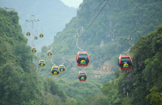 CLIP: 16.000 người đến chùa Hương trong sáng đầu tiên mở cửa trở lại - Ảnh 15.