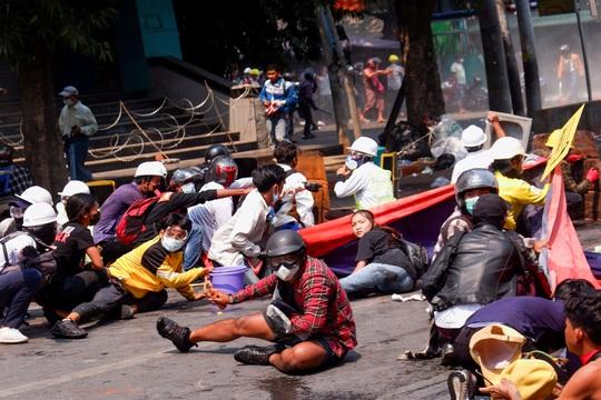 Myanmar tiếp tục trải qua 1 ngày chết chóc - Ảnh 1.