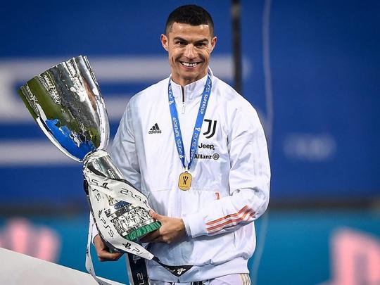 Cristiano Ronaldo trở về khoác áo Man United - Ảnh 2.
