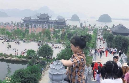 Biển người đổ về ngôi chùa lớn nhất thế giới ở Hà Nam - Ảnh 4.