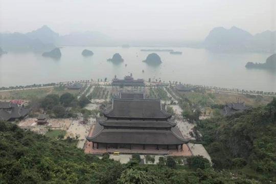 Biển người đổ về ngôi chùa lớn nhất thế giới ở Hà Nam - Ảnh 6.