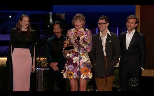 """Grammy 2021: Beyonce làm nên lịch sử, Taylor Swift thắng """"Album của năm"""" - Ảnh 6."""