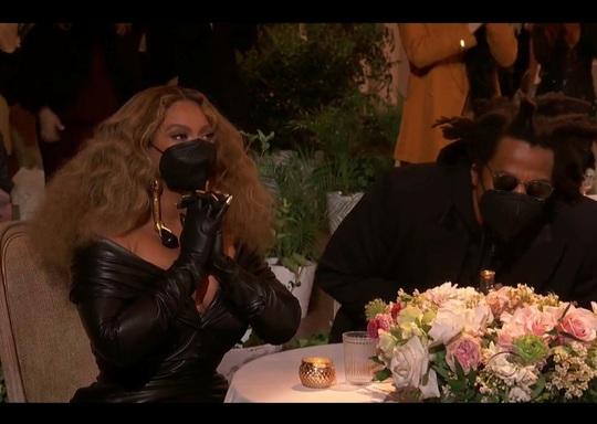 """Grammy 2021: Beyonce làm nên lịch sử, Taylor Swift thắng """"Album của năm"""" - Ảnh 2."""