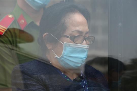 Toàn cảnh phiên toà xét xử ông Nguyễn Thành Tài và nữ đại gia ngày đầu tiên - Ảnh 13.