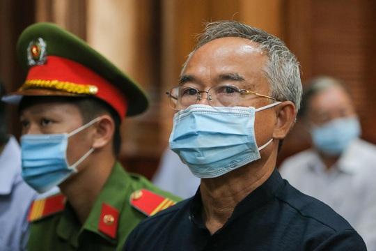Toàn cảnh phiên toà xét xử ông Nguyễn Thành Tài và nữ đại gia ngày đầu tiên - Ảnh 5.