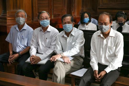 Toàn cảnh phiên toà xét xử ông Nguyễn Thành Tài và nữ đại gia ngày đầu tiên - Ảnh 3.