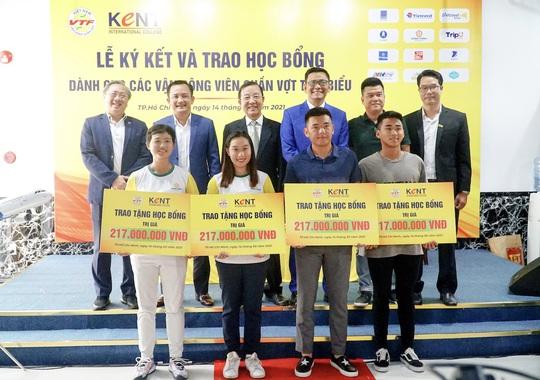 Trường Cao đẳng Quốc tế Kent trao học bổng trị giá hơn 800 triệu đồng cho các VĐV quần vợt - Ảnh 1.