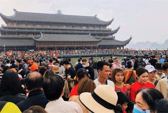 Phó trụ trì chùa Tam Chúc lên tiếng về việc 5 vạn người dân chen chúc tới chùa - Ảnh 3.