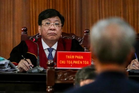 Toàn cảnh phiên toà xét xử ông Nguyễn Thành Tài và nữ đại gia ngày đầu tiên - Ảnh 10.