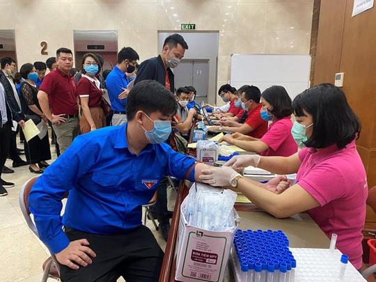 Đoàn thanh niên Agribank tổ chức chương trình hiên máu tình nguyện - Ảnh 2.