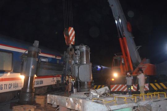 Tàu hỏa tông xe đầu kéo, đường sắt tê liệt hơn 6 giờ - Ảnh 5.