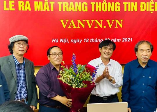 Chủ tịch Hội nhà văn Việt Nam muốn đẩy tư thế của nhà văn trước xã hội - Ảnh 1.