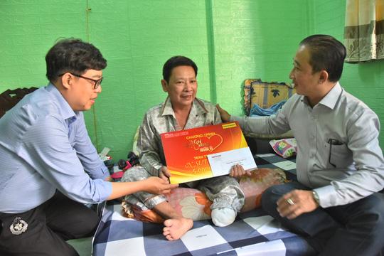 Chương trình Mai Vàng nhân ái thăm NSƯT Linh Phước và nghệ sĩ Thái Thanh Hằng - Ảnh 2.