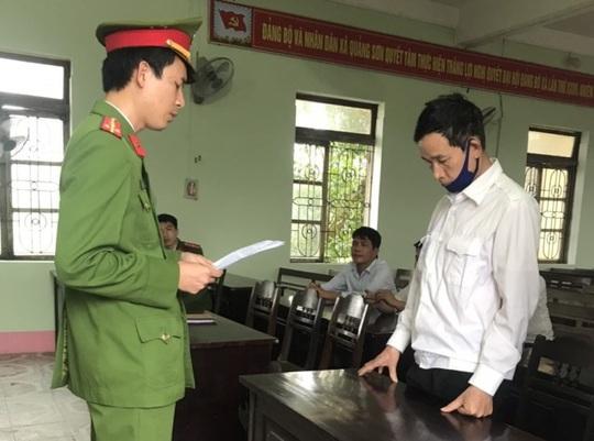 Bắt 2 đối tượng làm huân, huy chương, bằng khen giả ở Quảng Bình - Ảnh 2.