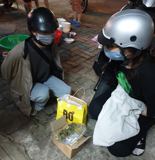 Bắt 2 nữ sinh viên bán lẻ cần sa tại Đà Nẵng - Ảnh 1.