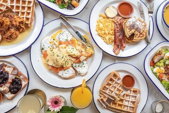 Điều kỳ diệu xảy ra khi bạn ăn sáng trước 8 giờ 30 phút - Ảnh 1.