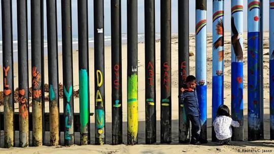 Hạ viện Mỹ mở rộng cửa cứu người nhập cư bất hợp pháp - Ảnh 1.