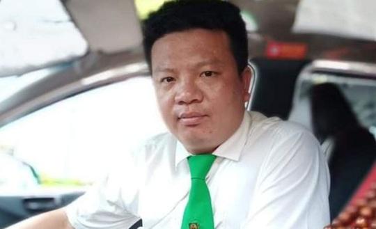 Tài xế taxi lao xuống sông cứu cô gái nhảy cầu tự tử - Ảnh 2.