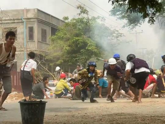 Myanmar: Số người thiệt mạng tăng, bác sĩ xuống đường biểu tình - Ảnh 1.