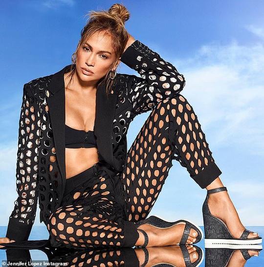Jennifer Lopez khoe ảnh nóng sau tin đồn chia tay hôn phu - Ảnh 2.