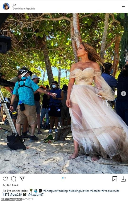 Jennifer Lopez khoe ảnh nóng sau tin đồn chia tay hôn phu - Ảnh 3.