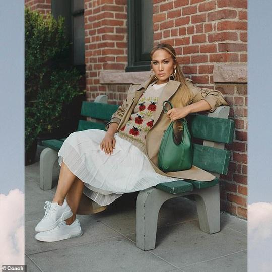 Jennifer Lopez khoe ảnh nóng sau tin đồn chia tay hôn phu - Ảnh 4.