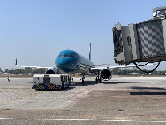 Hai chuyến bay đưa người Việt từ Myanmar về nước hạ cánh ở Đà Nẵng - Ảnh 8.