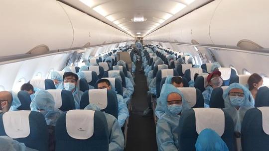 Hai chuyến bay đưa người Việt từ Myanmar về nước hạ cánh ở Đà Nẵng - Ảnh 9.