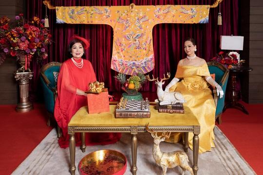 NSND Lê Khanh và NSND Hồng Vân rực rỡ trên thảm đỏ - Ảnh 2.