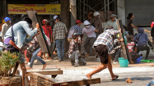 Người Myanmar chứng kiến ngày đau buồn nhất trong 1 tháng biểu tình - Ảnh 2.