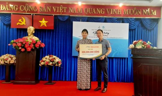 PNJ trao 1 tỷ đồng hỗ trợ phụ nữ khó khăn do tác động đại dịch - Ảnh 2.
