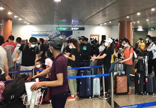 Hai chuyến bay đưa người Việt từ Myanmar về nước hạ cánh ở Đà Nẵng - Ảnh 4.