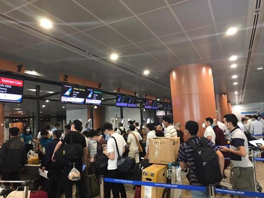 Hai chuyến bay đưa người Việt từ Myanmar về nước hạ cánh ở Đà Nẵng - Ảnh 2.