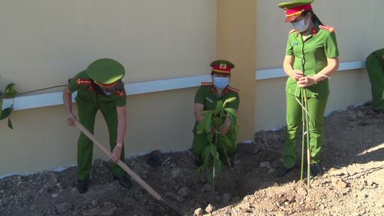 CLIP: Hưởng ứng lời kêu gọi của Thủ tướng, trại giam ở Cà Mau trồng hơn 10.000 cây xanh - Ảnh 3.