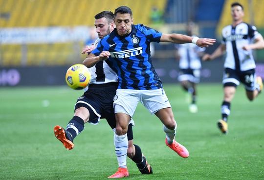 Cựu sao Man United lập cú đúp, Inter Milan vững vàng ngôi đầu Serie A - Ảnh 2.
