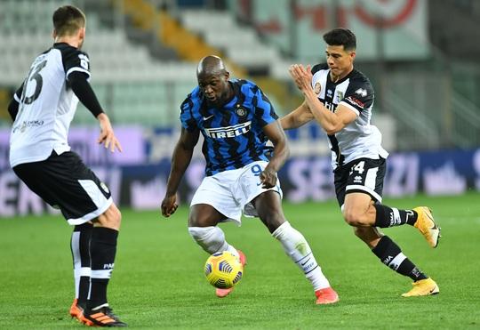 Cựu sao Man United lập cú đúp, Inter Milan vững vàng ngôi đầu Serie A - Ảnh 3.
