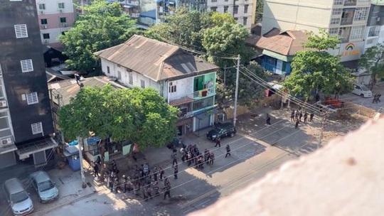 Myanmar: Nhiều nơi mất điện, biểu tình vẫn tiếp diễn - Ảnh 2.