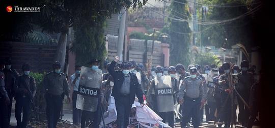Myanmar: Hơn 600 cảnh sát biểu tình phản đối quân đội - Ảnh 1.