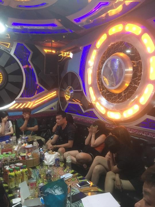 Phát hiện 32 người dương tính với ma túy tại karaoke Red Diamond - Ảnh 1.