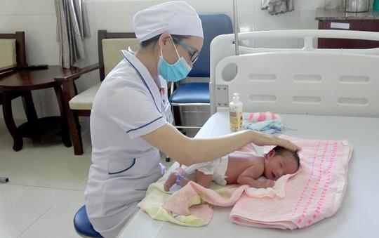 Chào đón em bé thứ 90.000, bệnh viện Thiện Hạnh miễn viện phí cho sản phụ - Ảnh 1.